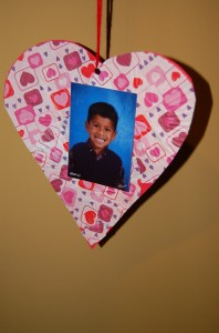 An affordable Valentine's Day Photo Craft Project