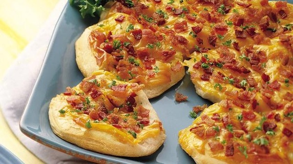 Cheese 'n Bacon Biscuit Flatbread