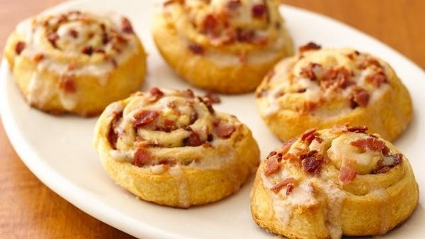 Maple-Bacon Breakfast Rolls are the perfect breakfast recipe! The flavor combination is delicious!