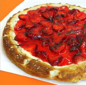 Strawberry Cheesecake Dessert Pizza