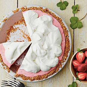 strawberry-pretzel-icebox-pie-sl-l