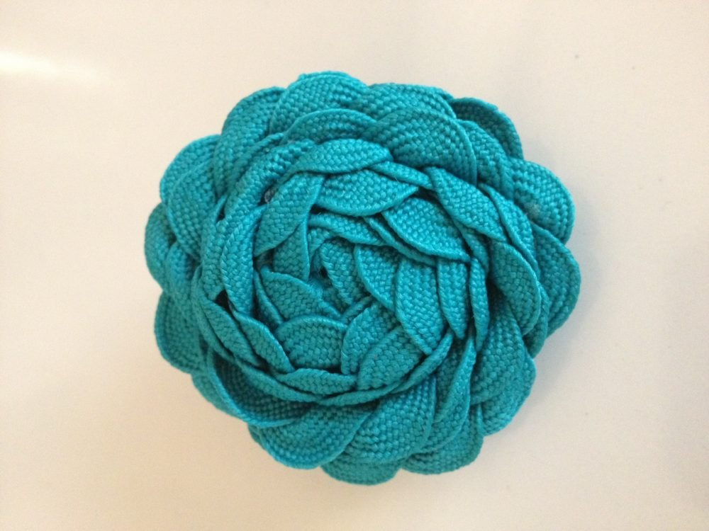With so many color choices of ric rac available at almost any craft store the possibilities are endless to create this adorable ric rac flower!
