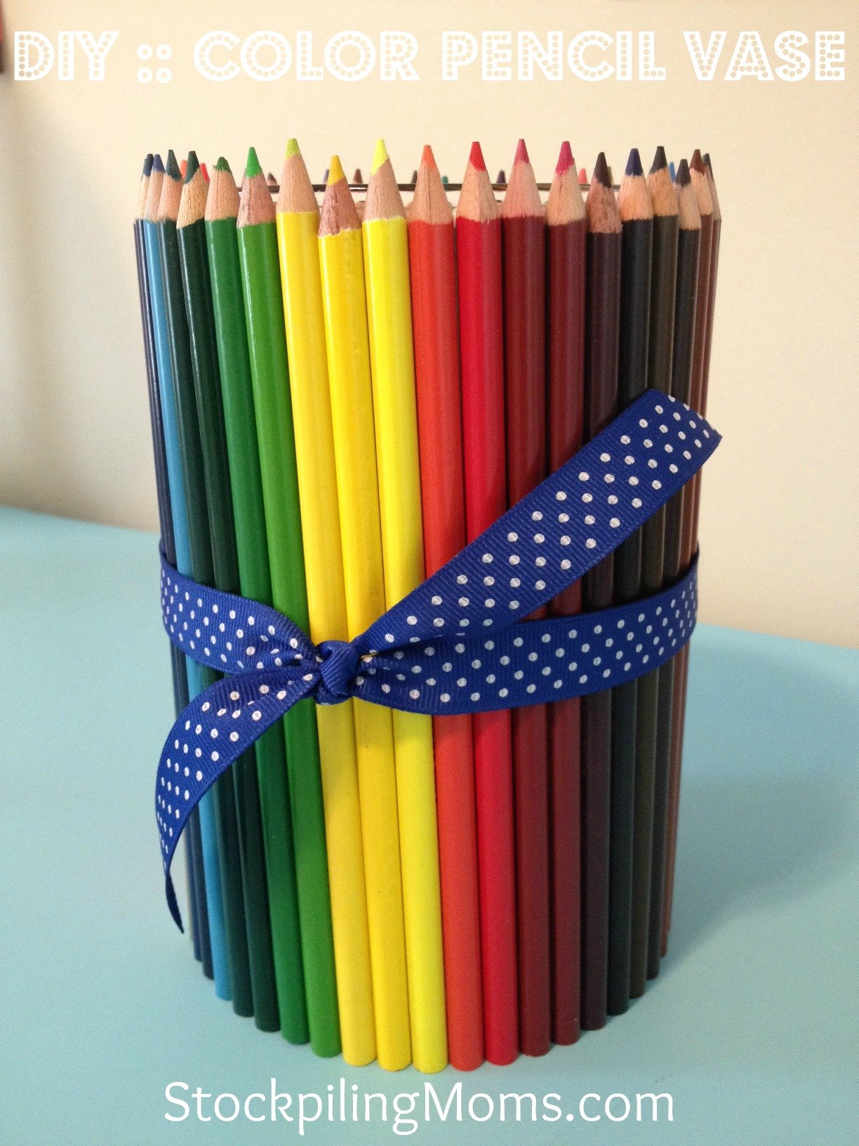 DIY Color Pencil Vase is a lovely teachers gift!