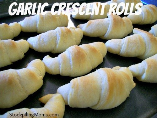 You will love to make these Garlic Crescent Rolls for dinner. They are semi-homemade and delicious!