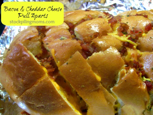 Only 5 ingredients in these Bacon Cheddar Cheese Pull Aparts which are perfect for game day!