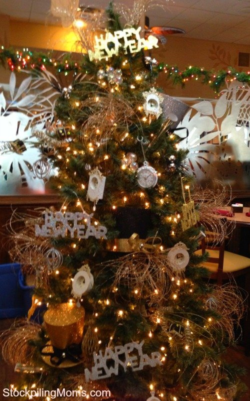 Transform your Christmas Tree into a Happy New Year Tree With This Idea!