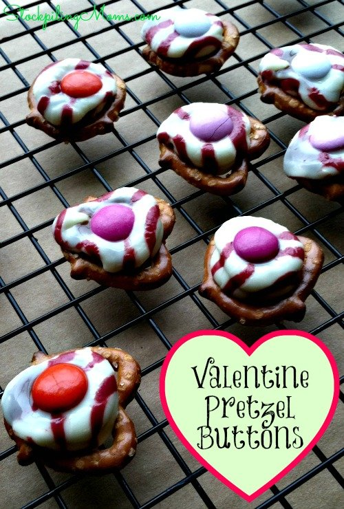 Valentine Pretzel Buttons are super easy to make for Valentine's Day! The kids will love these! #valentine
