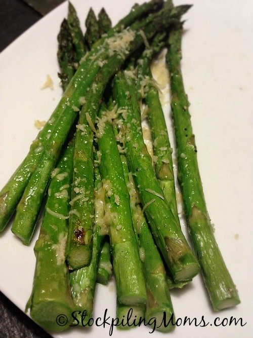 Roasted Asparagus is great paleo, gluten free side dish recipe! #glutenfree #paleo