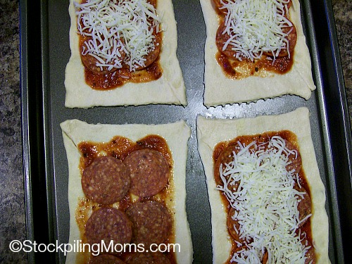 Homemade Pepperoni Hot Pockets are easy to make and are ready in 15 minutes! #homemade #pepperoni