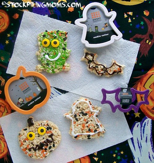 Halloween Rice Krispies are super adorable and EASY to make! Kids will love them!