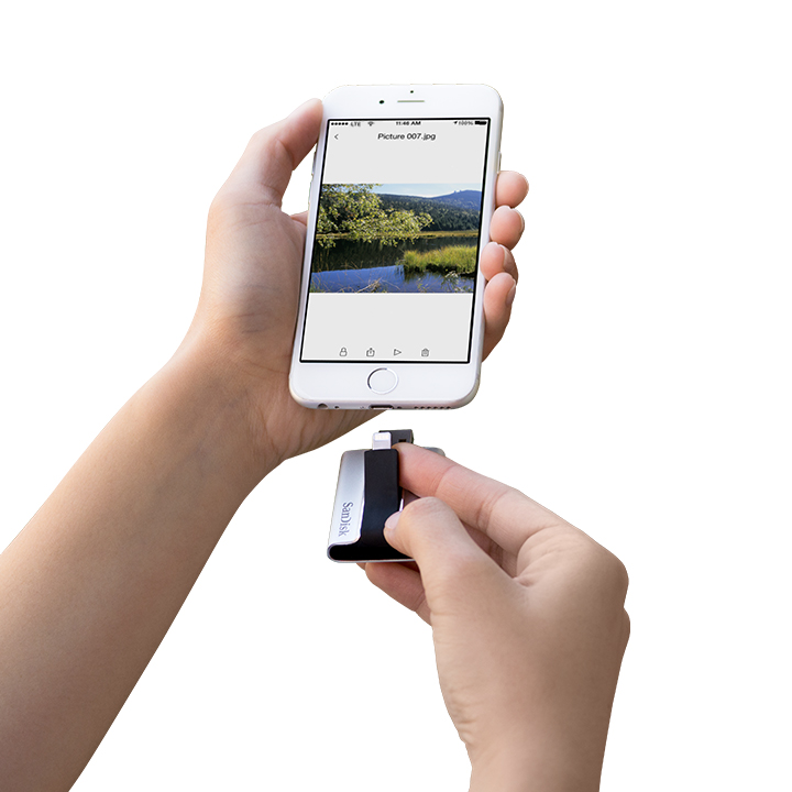 SanDisk iXpand Flash Drive Is a Game Changer when it come to transferring iPhone Photos!