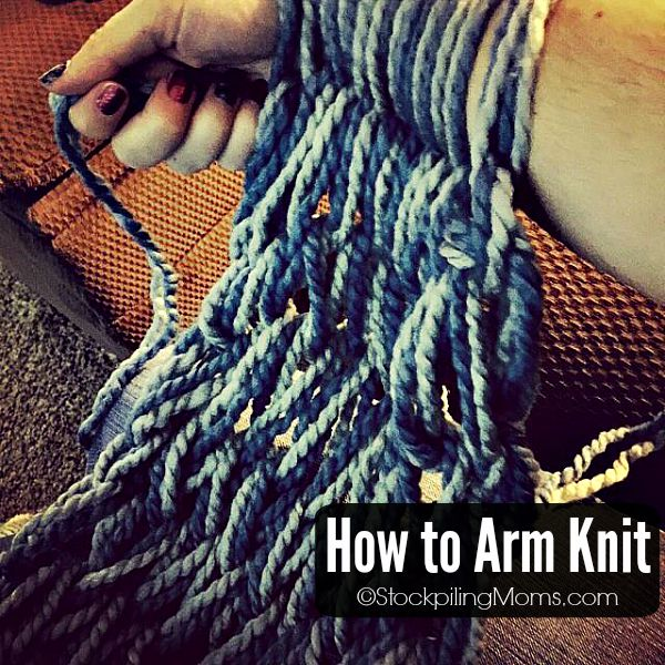 How to Arm Knit an infinity scarf in less than 30 minutes! Makes the perfect gift for birthdays, Christmas or any occasion.