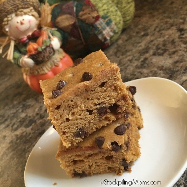 This delicious recipe for Pumpkin Chocolate Chip Bars is perfect for Thanksgiving dessert!