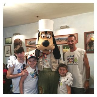 WDW Animal Kingdom Dining Review for Breakfast at Tusker House