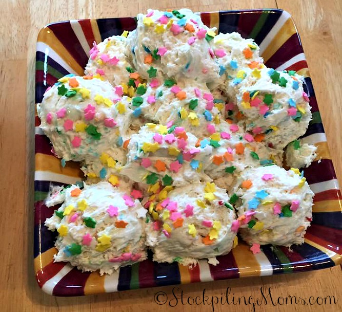 Funfetti Cake Batter Dip is the PERFECT summer time treat for any party!