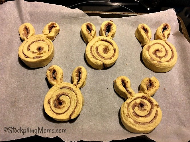 Easter Bunny Cinnamon Rolls are so cute and yummy! You have to make these for Easter morning!